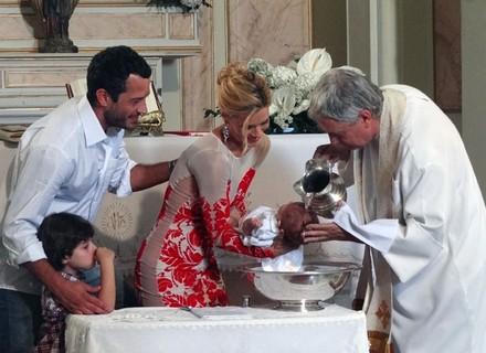 Final: Teodora batiza seu filho com a benção da família Pereira