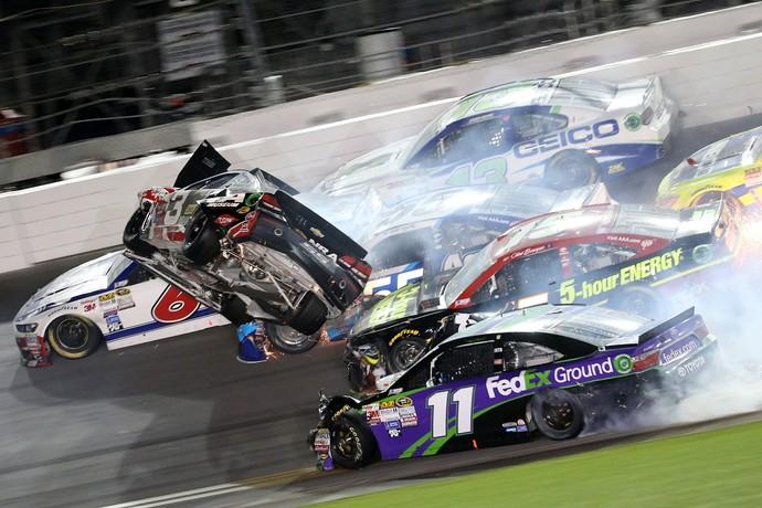 Em acidente, carro de Austin Dillon foi catapulado e arremessado contra alambrado - Daytona Nascar (Foto: Getty Images)