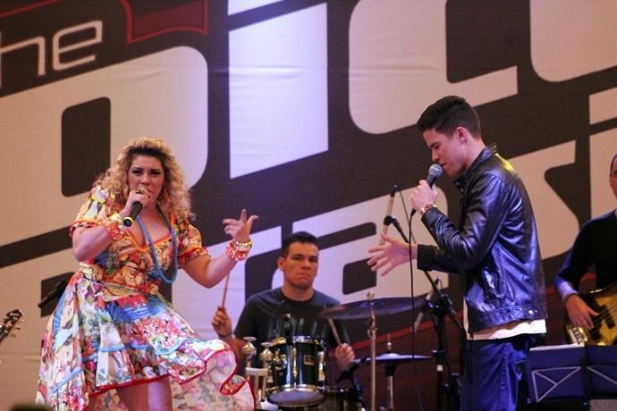 Marcos Lessa e Aila Menezes relembraram o dueto marcante do The Voice Brasil. (Foto: Luanna Gondim / TV Verdes Mares)