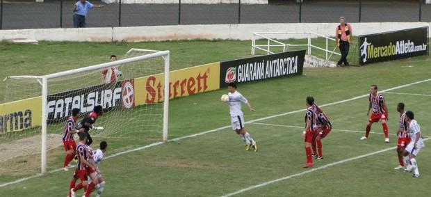 Gustavo Bastos perde gol incrível em Comercial x Santacruzense, Série A2 (Foto: Gabriel Lopes / Comercial FC)
