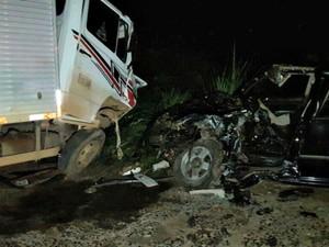 Motorista do caminhão contou que foi arremessado da cabine (Foto: Eliseu Vieira/Folha do Sul)