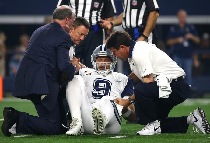 Tony Romo se machuca de novo e perderá restante da NFL (Foto: Tom Pennington / Getty Images Sport)