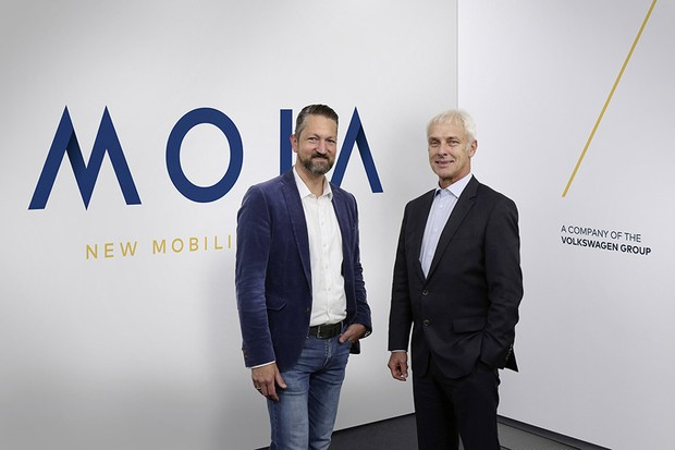 Ole Harms, CEO da Moia (esq.), e Matthias Muller, CEO da VW (dir.) (Foto: Divulgação)