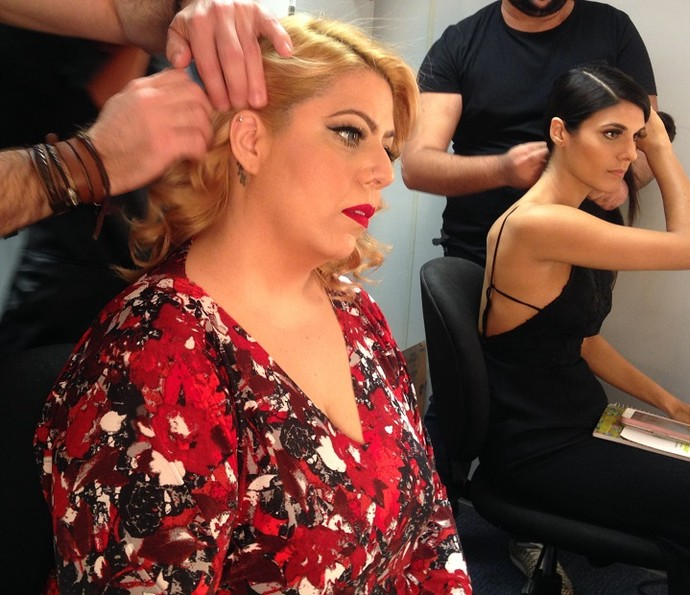 Angelica Sansone já está na maquiagem (Foto: Gshow)