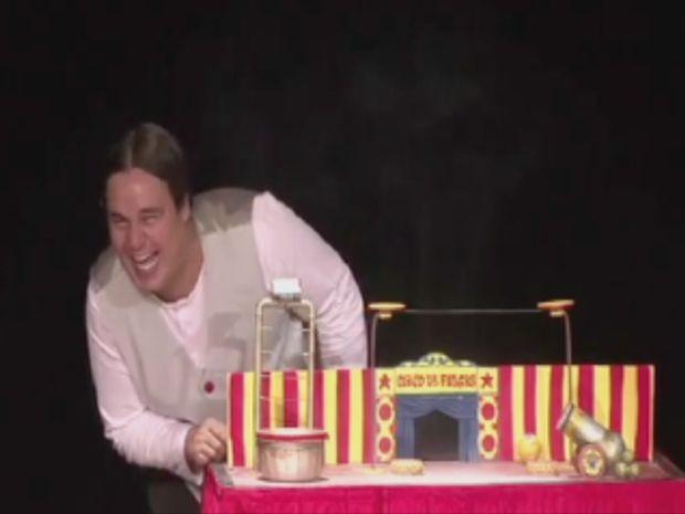 """""""Circo de Pulgas"""" é a atração na Casa de Cultura de Lins.  (Foto: reprodução/TV Tem)"""