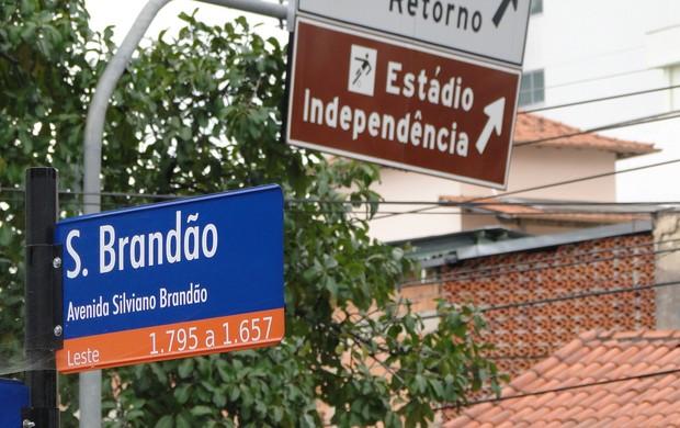 Av. Silviano Brandão leva ao Independência (Foto: Elton Novaes / TV Globo Minas)