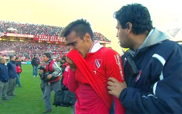 Fernández, do Independiente, chora após o rebaixamento (Foto: Reprodução / TV Pública)