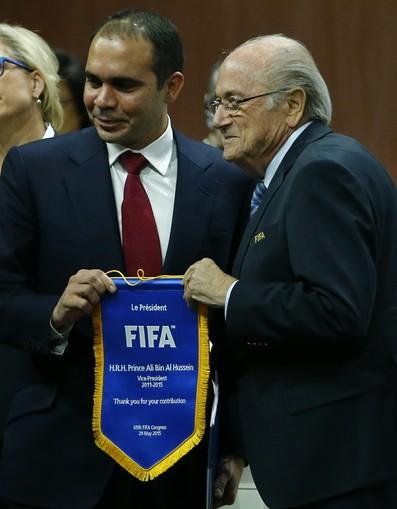 Blatter e principe Ali (Foto: Reuters)
