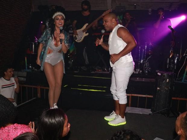 Alinne Rosa e Reinaldo em show em Salvador, na Bahia (Foto: Fred Pontes/ Divulgação)