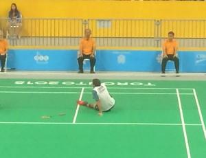 Kevin Cordon ficou no chão após linda jogada do brasileiro (Foto: Globoesporte.com)