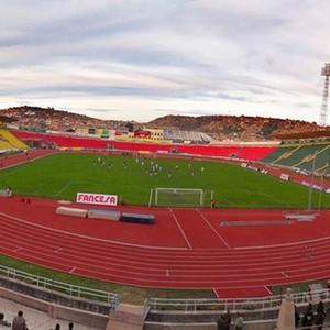 Estádio Olimpico Patria, onde joga o Universitario, em Sucre, na Bolivia (Foto: Reprodução)