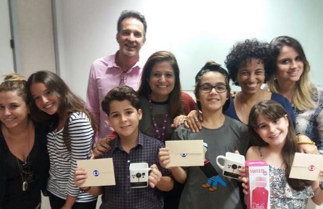 Xande Valois publicou uma foto com a equipe e com os outros atores mirins da trama: 'Fechando mais um ciclo de aprendizado e alegria' (Foto: Reprodução Instagram)