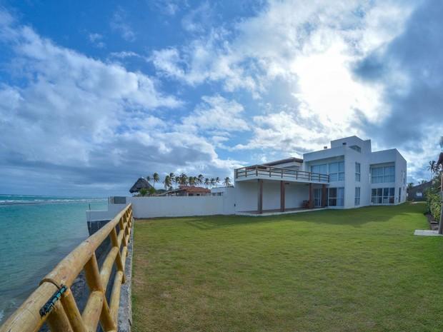 Casa à beira-mar no litoral nordestino (Foto: Divulgação / AlugueTemporada)
