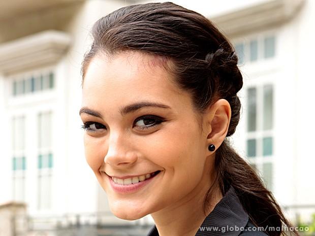 Diva decidiu mudar o penteado e arrasou no look cabelo preso (Foto: Felipe Monteiro / TV Globo)