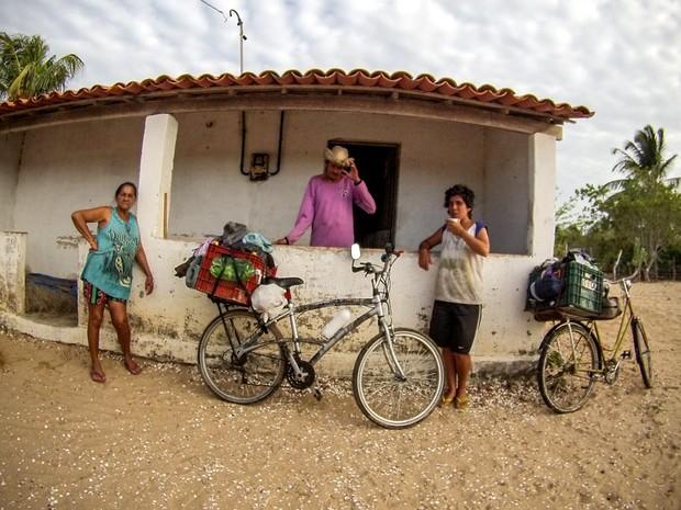 Casal foi acolhido por moradores de Guriú, no Ceará durante viagem - Piracicaba (Foto: Passupreto Imageria)