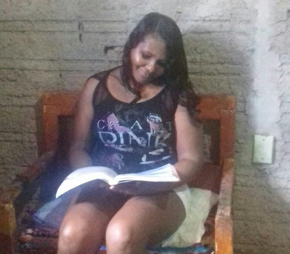 Solange Ribeiro foi aprovada em dois cursos na federal (Foto: Arquivo Pessoal)