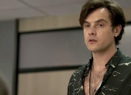 Gael desconfia que Sophia esteja envolvida no sumiço de Clara
