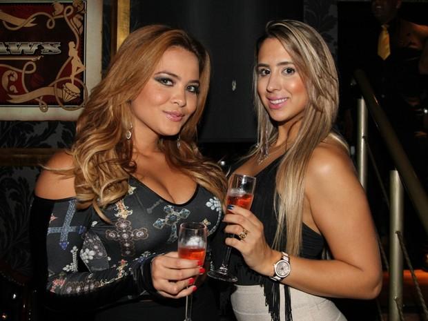 Geisy Arruda com amiga em boate em São Paulo (Foto: Thiago Duran/ Ag. News)