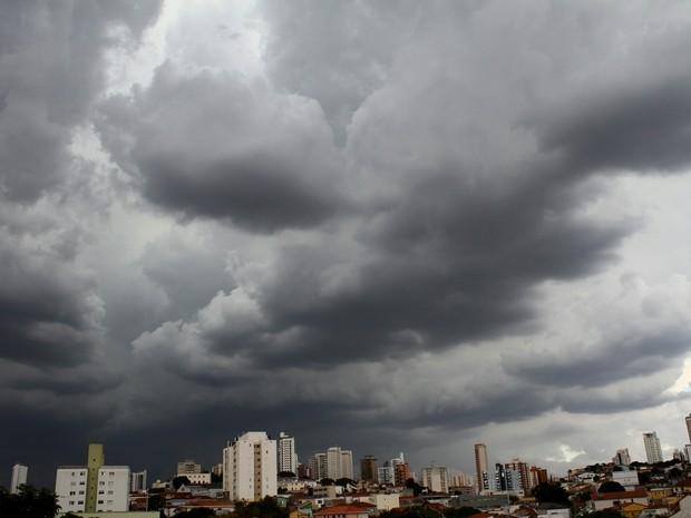 chuva sp (Foto: Willians Queiroz/Futura Press/Estadão Conteúdo)