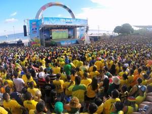 Fan Fest lotada de turistas em Manaus (Foto: Marina Souza/G1)