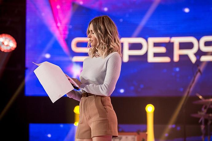 Fernanda Lima passa o texto pouco antes de começar o 'SuperStar' (Foto: Isabella Pinheiro/Gshow)