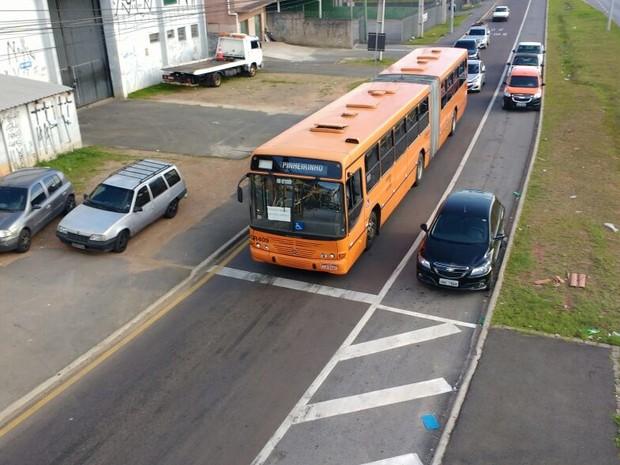 Ônibus voltaram a circular em Curitiba (Foto: Roberto Cosme/RPC)