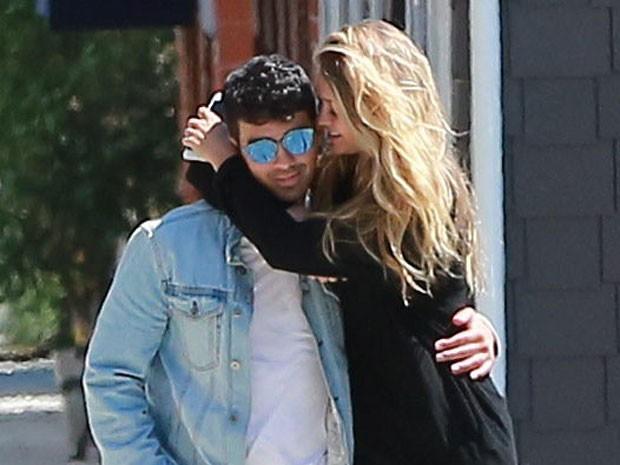 X17 - Joe Jonas e Gigi Hadid em Los Angeles, nos Estados Unidos (Foto: X17online/ Agência)