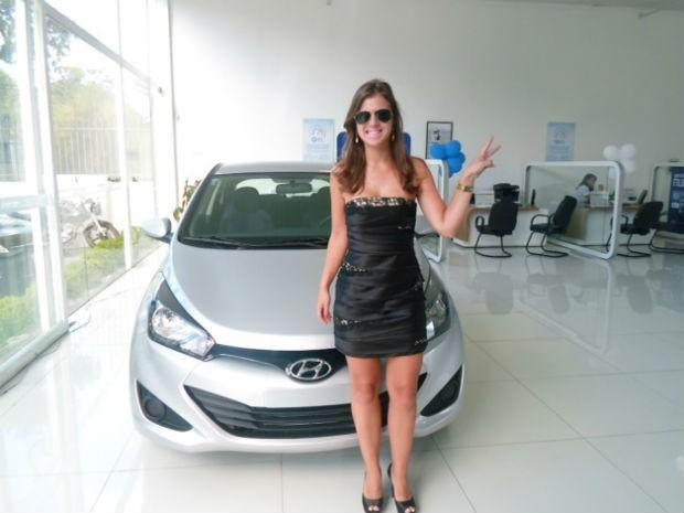 Fabiana Godk é suspeita de roubar um veiculo durante o test-drive, em Curitiba (Foto: Divulgação/Delegacia de Furtos e Roubos de Veículos)