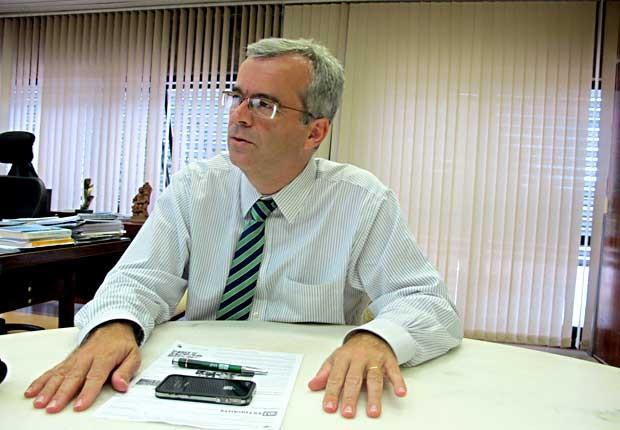O reitor da UnB, Ivan Camargo, durante entrevista (Foto: Lucas Nanini/G1)