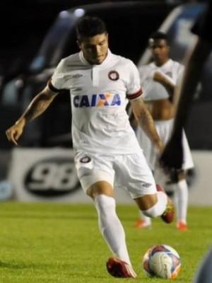 Meia Zezinho em Londrina x Atlético-PR (Foto: Site oficial do Atlético-PR/Divulgação)