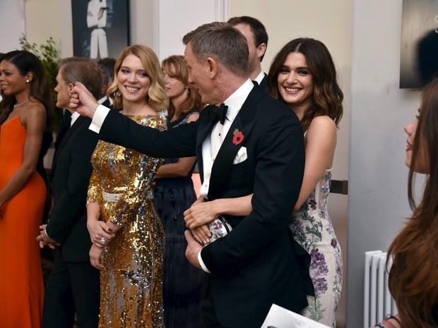 Daniel Craig com sua mulher, a atriz Rachel Weisz, na pré-estreia de '007 contra Spectre' no Royal Albert Hall, em Londres (Foto: REUTERS/Alan Davidson/Pool)