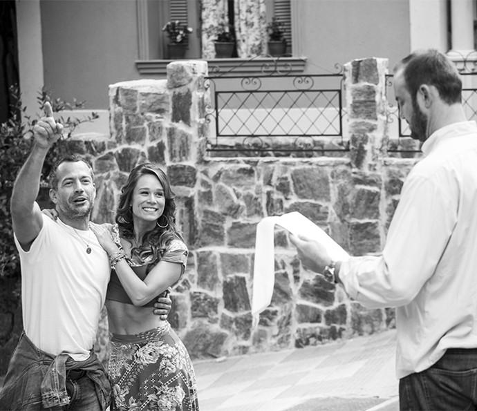 Malvino e Mariana ensaiam cena de Aponcinha com o diretor Alexandre Klemperer (Foto: Raphael Dias/Gshow)