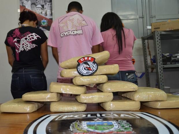 Os 14kg da droga estavam divididos em tabletes (Foto: Walter Paparazzo/G1)