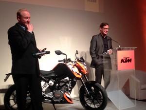 Thomas Kuttruf, diretor de relação públicas de KTM, e Hannes Dirmayer, diretor da KTM América Latina (Foto: Rafael Miotto/G1)