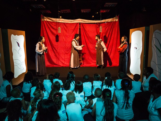Espetáculo teatral infantil !Shtim Shlim – O Sonho de um aprendiz está em cartaz todos os sábado e domingos, até o dia 21 de agosto, na Caixa Cultural Fortaleza (Foto: Renato Mangolim/Divulgação)