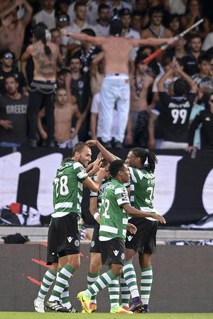 Elias na comemoração de gol do Sporting (Foto: EFE/EPA/HUGO DELGADO)