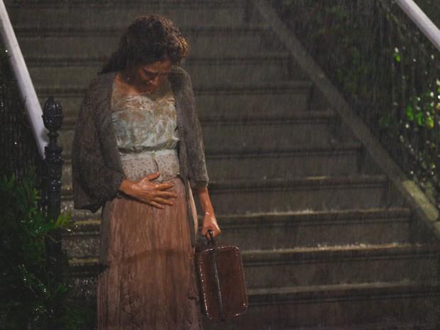 Isabel é demitida da casa de Madame Besançon (Foto: Lado a Lado/Tv Globo)