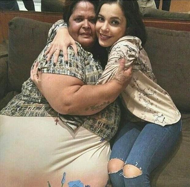 Emilly Araújo e a aposentada Luciane Santiago (Foto: Reprodução/Instagram)