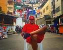 """Carmelo """"abençoa"""" favela do Rio com rosto grafitado e cita Michael Jackson"""