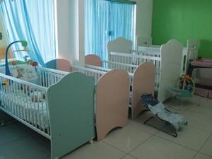 Recém-nascidos são maioria e prioridade no abrigo, de acordo com administrador.  (Foto: Camila Henriques/G1 AM)