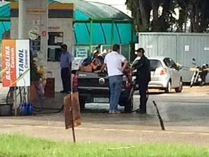 Bandido invadiu a guarita onde fica o caixa, segundo a polícia (Foto: Pedro Mathias/G1)