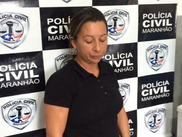 Mulher é presa por reter cartões de benefícios como garantia de pagamento (Foto: Divulgação / Delegacia de Brejo)