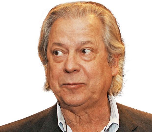 O JULGADO O ex-ministro José Dirceu durante um evento, na semana passada. Vaidoso, ele já fez implante nos cabelos, hoje desgrenhados  (Foto: Zanone Fraissat/Folhapress)