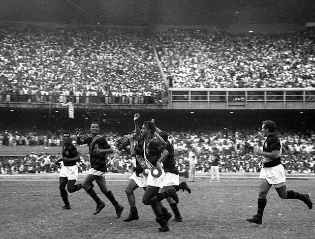 ESPECIAL FLA-FLU 1963 Maracanã lotado  (Foto: Agência O Dia)