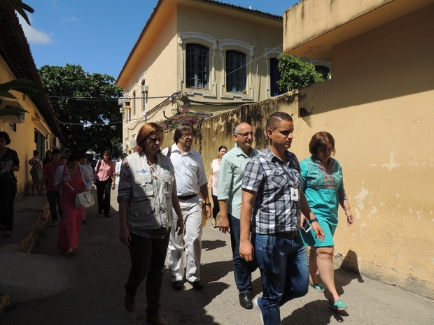 Médicos americanos do CDC estão no Recife para avaliar casos de microcefalia (Foto: Thays Estarque/G1)