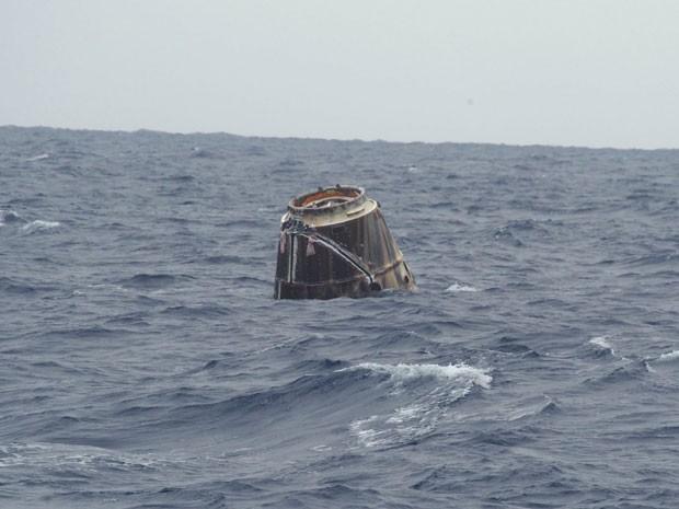 Dragon pousou em alto mar, no Pacífico (Foto: SpaceX/Divulgação)