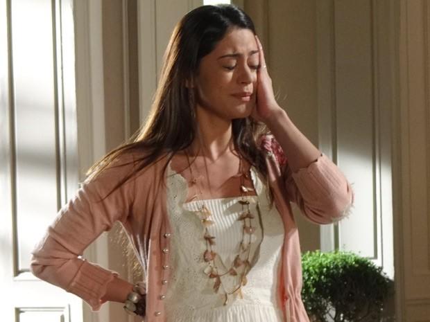 Jacira fica desolada (Foto: Amor Eterno Amor / TV Globo)