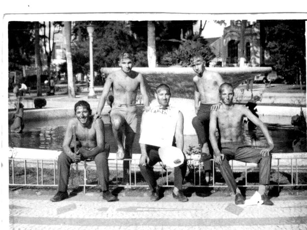 Fotografai feita no dia do trote dos calouros de medicina da UFPR de 1967 (Foto: Arquivo pessoal)