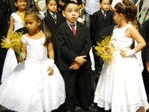 Casamento coleyivo também teve pajens e damas de honra (Foto: Taiguara Rangel/G1)