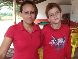 Gleice começou a pesquisar após seu filho Alisson ser diagnosticado (Foto: Fernanda Borges/G1)